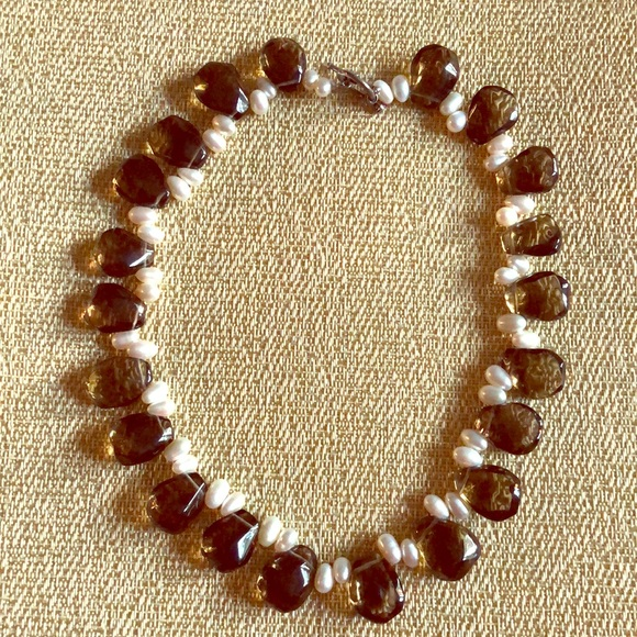 Jewelry - Beautiful quartz and freshwater pearl necklace